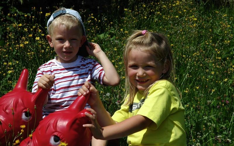 Kinder beim Hundsreitlehen Urlaub